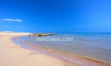 donnalucata is richi in sandy beaches and blue sea