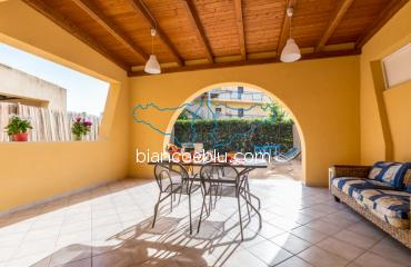 B&B Bianco e Blu - Marina di Ragusa - Ermes Ermes holiday home close to the beaches inside the Andrea Doria Village in Marina di Ragusa terrace