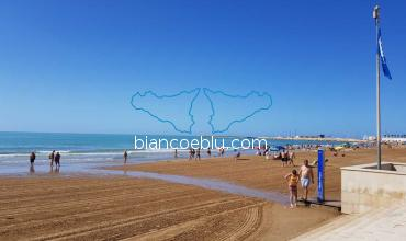 marina di ragusa received a blu flag for the quality of its coast