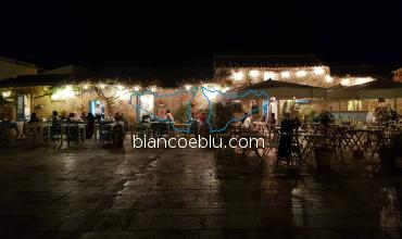 marzamemi main in the night full of restaurants