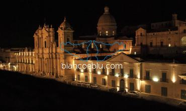 night picture of noto cathedral from the top