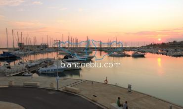 B&B e Casa Vacanze a Marina di Ragusa - il tramonto sul porto turistico di marina di ragusa